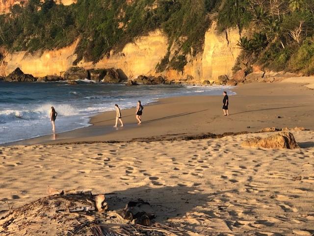 Social Distance/6 vigo Family on Beach 4 people.jpg